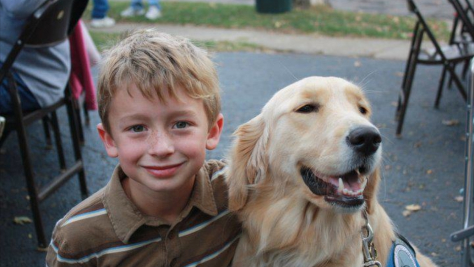America S Best Friend Sandy Hook Comfort Dogs Take The Lead In