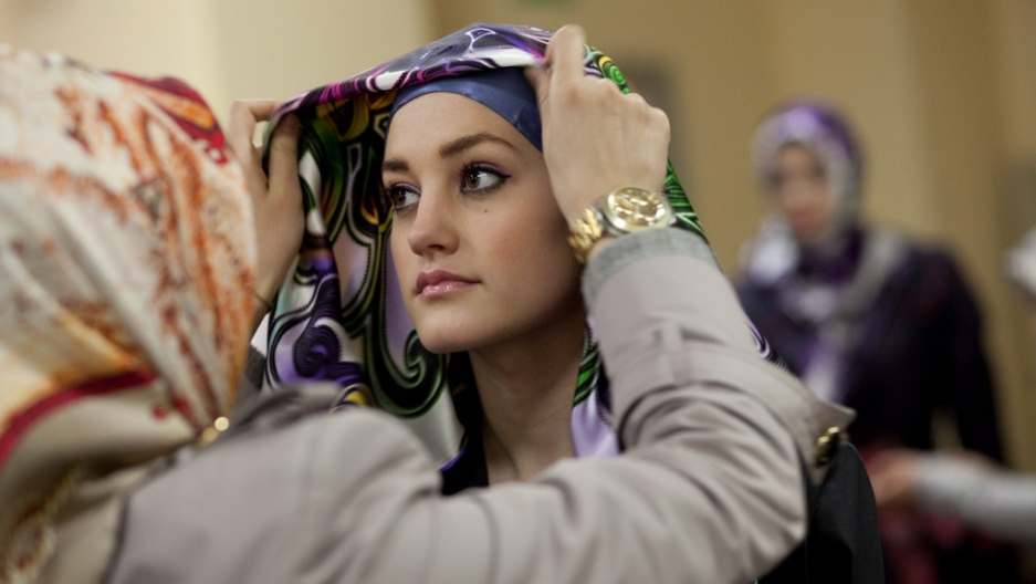 How Fashion World Gets Along Without >> Don T Be So Modest How Islam Is Upending The Fashion World Public