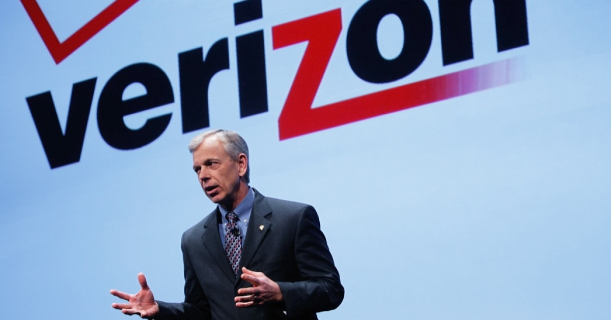 Verizon President and COO Lowell McAdam speaks during a product announcement January 11, 2011 in New York City.</p>