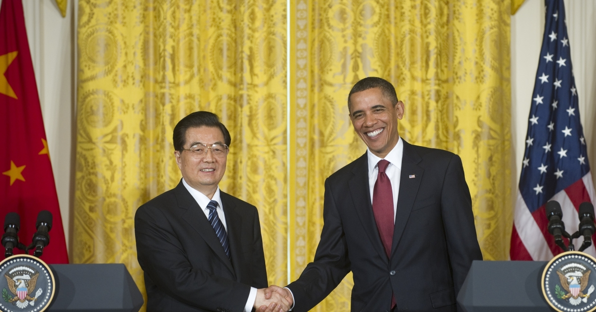 US President Barack Obama shakes hands with Chinese President Hu Jintao during a joint press conference in the East Room of the White House in Washington, DC, January 19, 2011.</p>