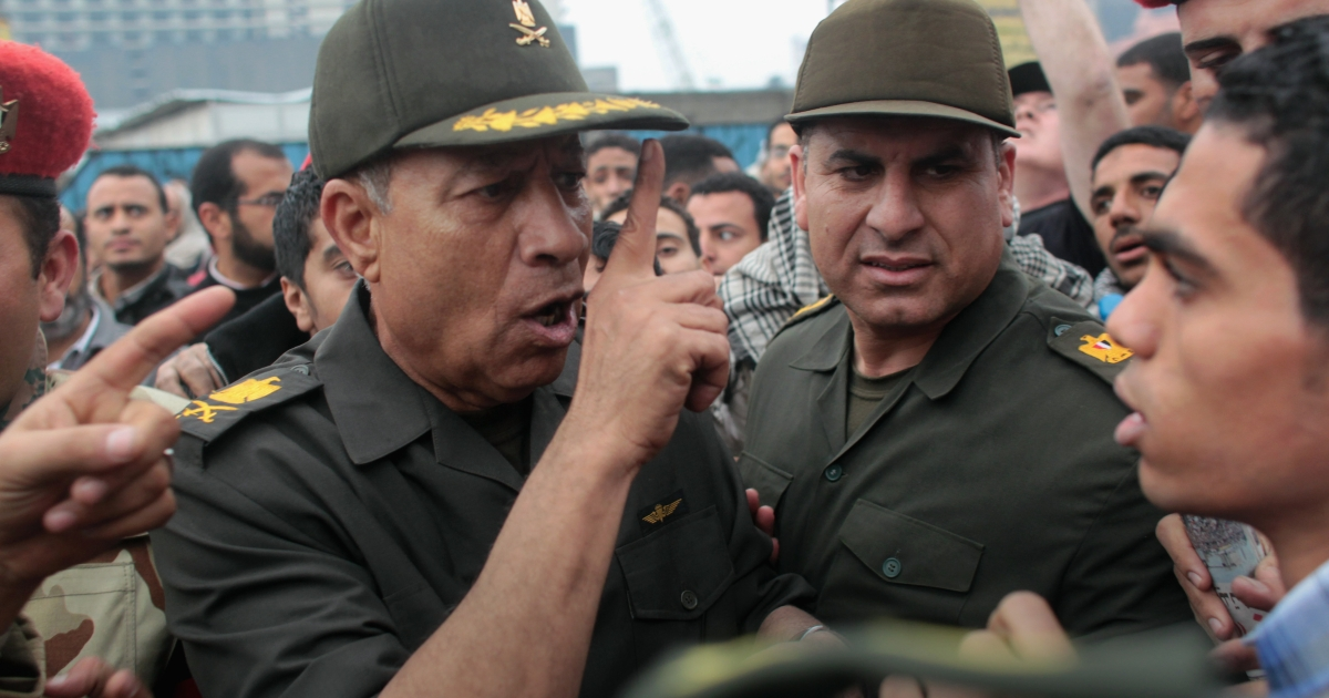 An Egyptian army general lectures anti-government demonstrators while touring Tahrir Square on February 5, 2011 in Cairo, Egypt.</p>