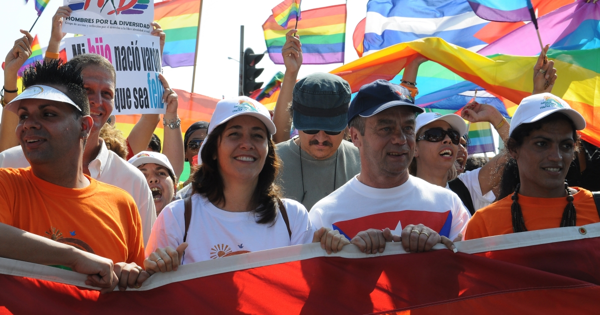 Cuban director of the National Center for Sexual Education (CENSEX) Mariela Castro (2nd-L), daughter of Cuban President Raul Castro, leads a march agaisnt homophobia on May 14, 2011 in Havana.</p>