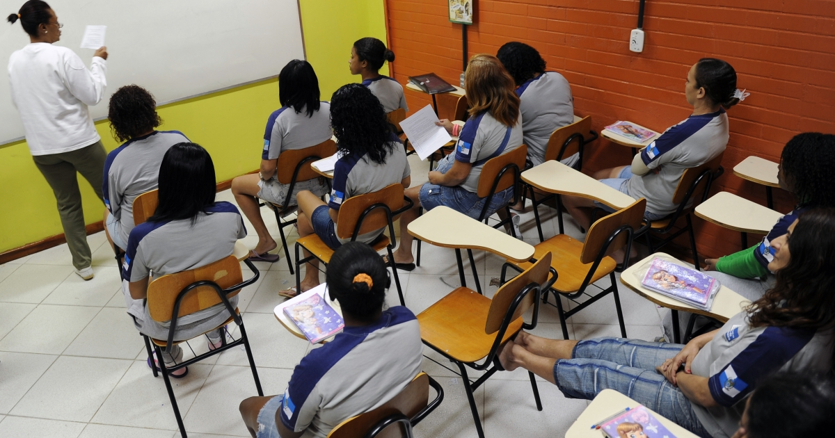 Inmates at the Nelson Hugria women's prison of Rio de Janeiro attend school lessons on May 3, 2011.</p>