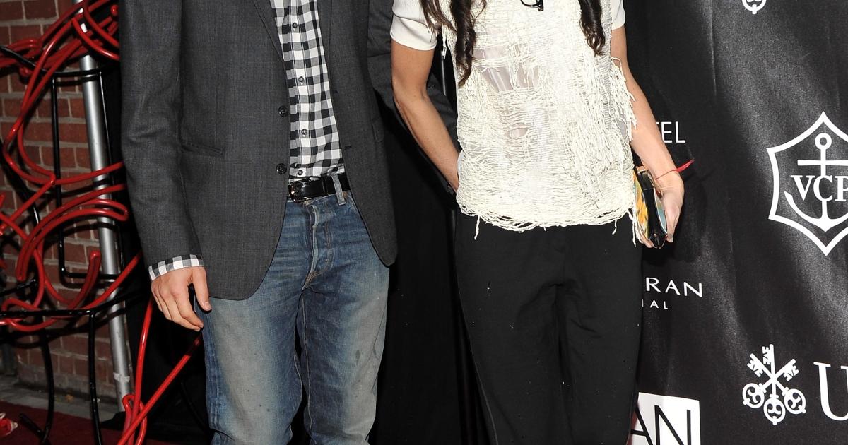 Ashton Kutcher and Demi Moore attend The Urban Zen Stephan Weiss Apple Awards at Urban Zen on June 9, 2011 in New York City.</p>