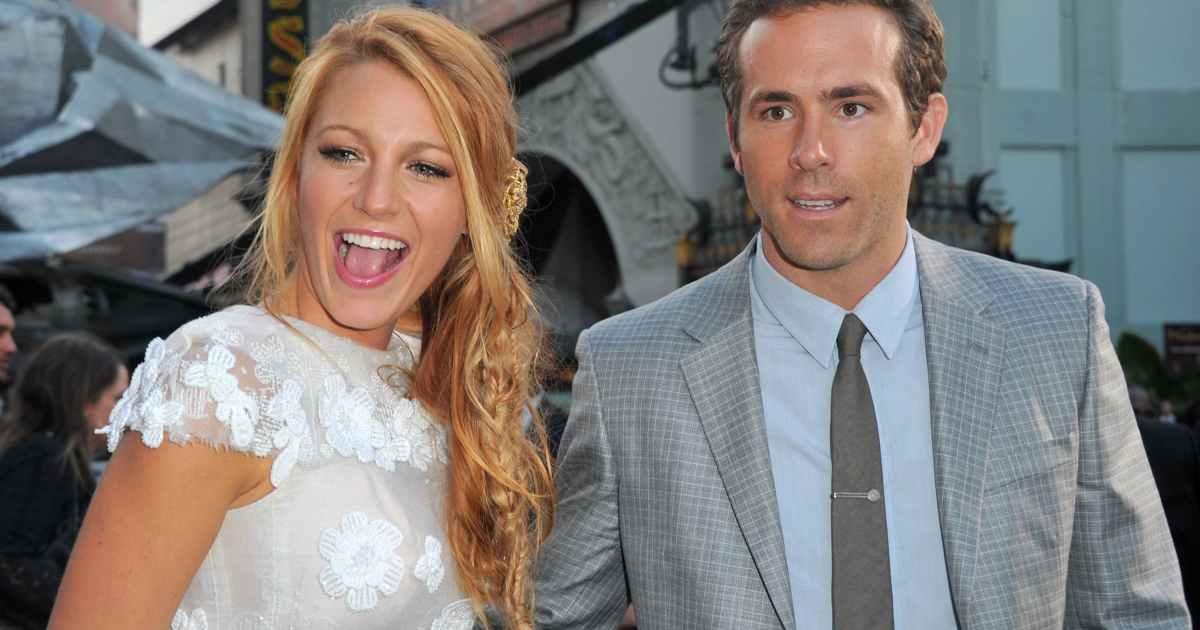 Actors Blake Lively (L) and Ryan Reynolds arrive at the premiere of Warner Bros. Pictures' 'Green Lantern' held at Grauman's Chinese Theatre on June 15, 2011 in Hollywood, California.</p>