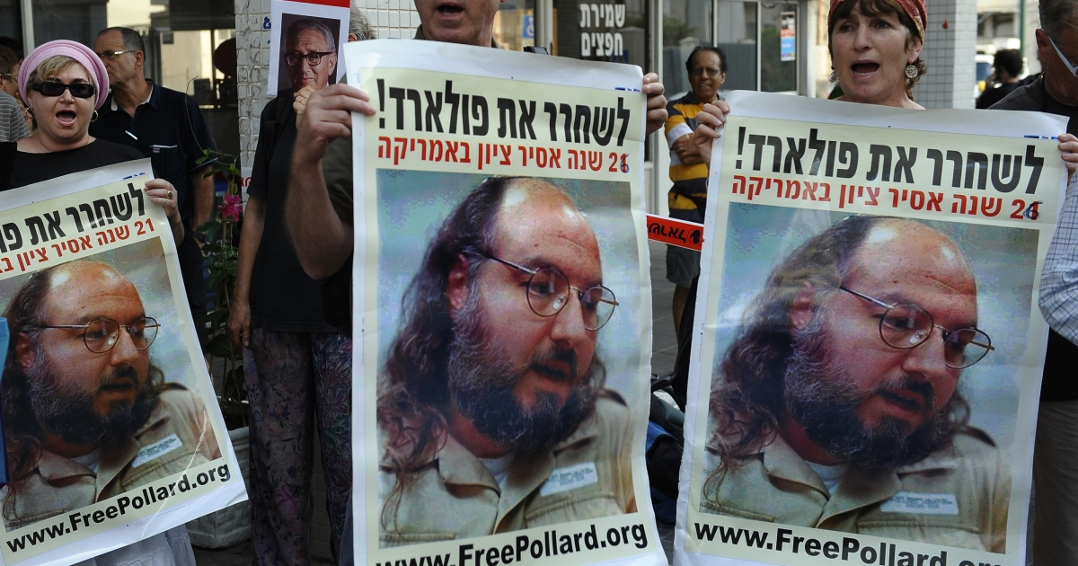 Israelis protest in front of the US embassy in the coastal city of Tel Aviv to call for the release of Jewish-American spy Jonathan Pollard.</p>