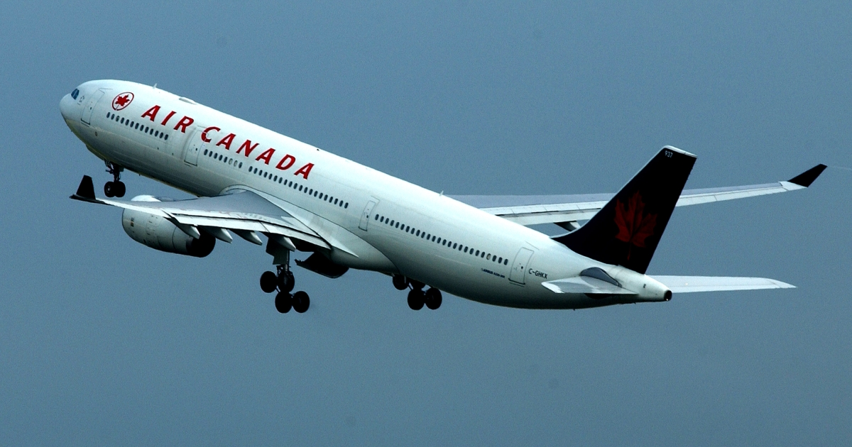 A report released Monday said a sleepy Air Canada pilot dived plane hundreds of feet to avoid an imaginary aircraft.</p>