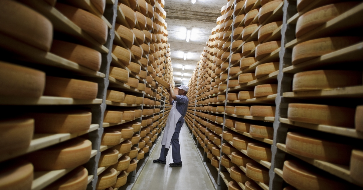 Three Canadian men, including a former NRPS constable, were charged with smuggling more than C$200,000 (US $204,000) worth of cheese into southern Ontario.</p>