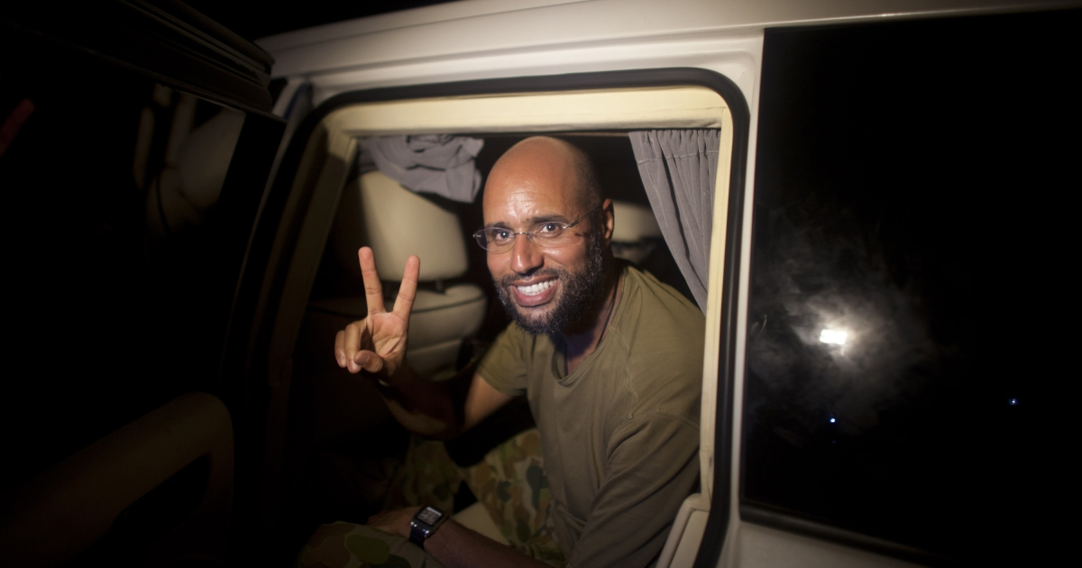 Saif al-Islam Gaddafi, son of Libyan leader Muammar Gaddafi, flashes the V-sign for victory as he appears in front of supporters and journalists in the Libyan capital Tripoli in the early hours of August 23, 2011.</p>