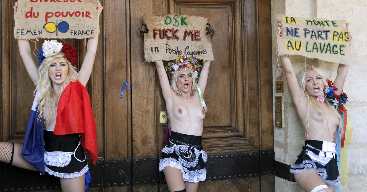 Activists from Ukraine's scandalous FEMEN group dressed as housemaids stage a topless protest in a show of anger against French former IMF chief Dominique Strauss-Kahn's attitude towards women in front of his residence in Paris on October 31, 2011.</p>