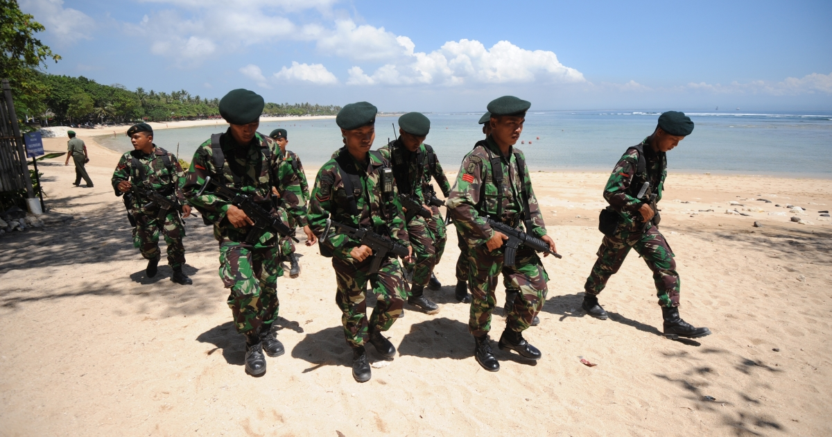 A group of armed soldiers patrolled the Nusa Dua beach front area in Indonesia's holiday island of Bali, where 16 Southeast Asian leaders gathered for the ASEAN and East Asia summits.</p>