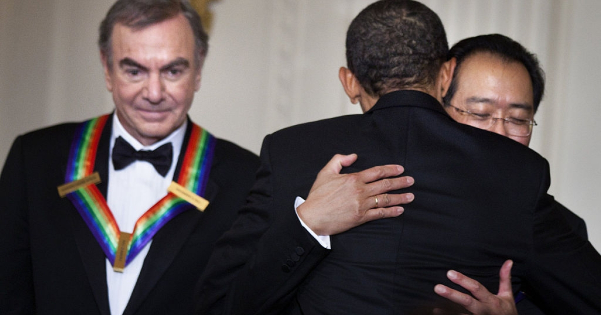 WASHINGTON, DC - DECEMBER 4: (AFP OUT) Singer Neil Diamond (L) waits as U.S. President Barack Obama (C) hugs musician Yo-Yo Ma during a Kennedy Center Honors reception in the East Room on December 4, 2011in Washington, DC. For their accomplishments and contributions to the arts actress Meryl Streep, singer Neil Diamond, actress Barbara Cook, musician Yo-Yo Ma, and musician Sonny Rollins where etched recognized as this year's recipients of the Kennedy Center Honors.</p>