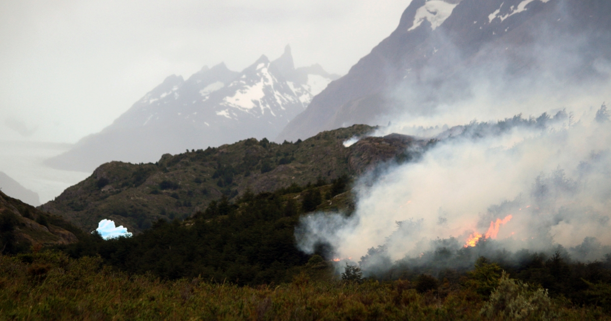 A massive forest fire rages uncontrolled at the Torres del Paine National Park in the Patagonian steppe in southern Chile on December 31, 2011. Chilean firefighters on Saturday tried to contain the massive wildfire that has ravaged tens of thousands of acres of pristine Patagonia and forced authorities to close the popular national park.</p>
