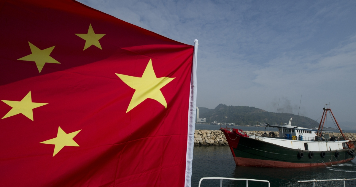 A fishing boat (R) sails past another boat flying a Chinese flag and piloted by an activist organization that asserts Chinese sovereignty over a group of uninhabited islets, known as Senkaku in Japan and Diaoyu in China, before it sets sail for the islets in Hong Kong on January 3, 2012.</p>