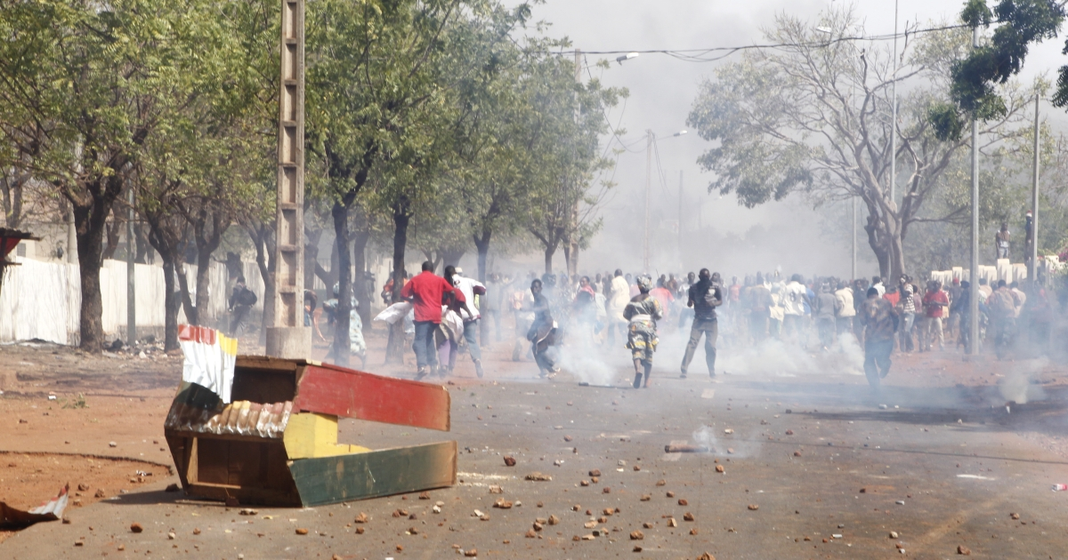 Relatives and supporters of soldiers fighting rebels Tuareg in the north, clash with security forces during a protest against the 'weak' response to attacks by the rebels, in Bamako on February 2, 2012.</p>