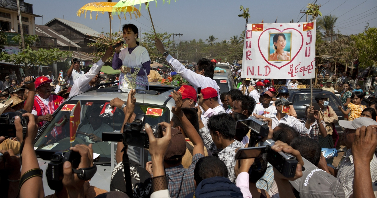 Burmese opposition leader Aung San Suu Kyi takes her campaign for a parliament seat to the southern constituency she hopes to represent February 11, 2012.</p>