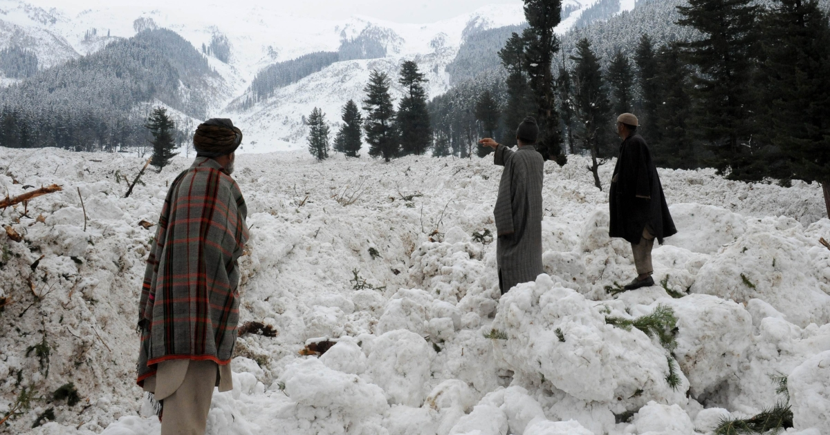 Kashmiri villagers search for their belongings after their huts were buried under snow due to avalanche at Ramwari that killed at least nine Indian soldiers on duty in the mountains of Kashmir on February 23, 2012.</p>