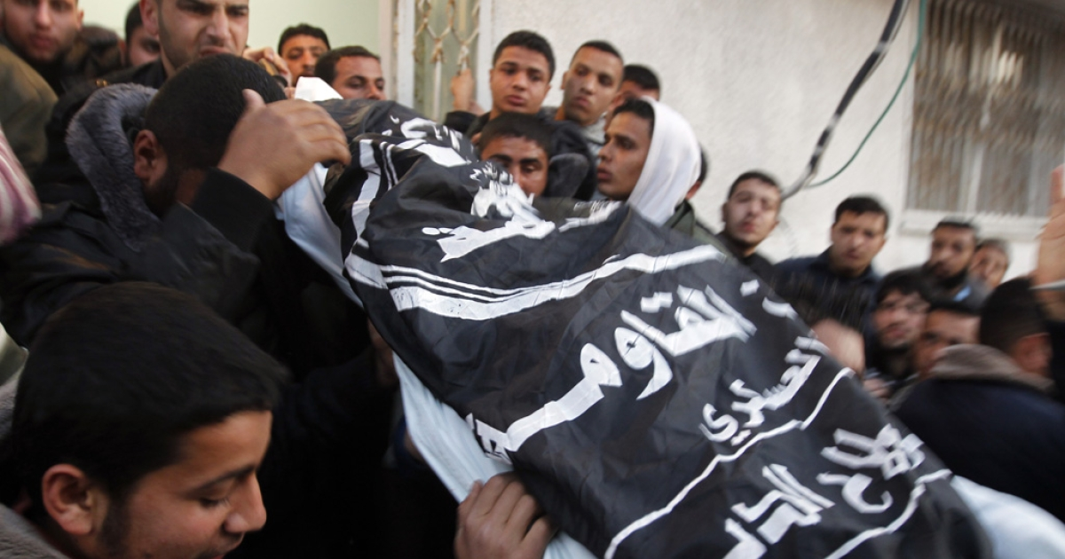 Palestinian mourners carry the body of Zohair al-Qaisi, general-secretary of the Popular Resistance Committee, after he was killed along with PRC member Mahmud Halani after an Israeli air strike in Gaza City today.</p>