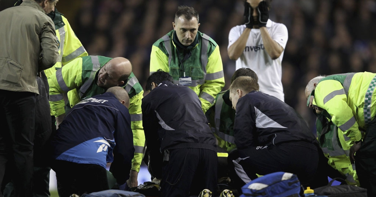 Fabrice Muamba of Bolton Wanderers receives CPR on the pitch after suddenly collapsing during a soccer match against Tottenham Hotspur today in London.</p>