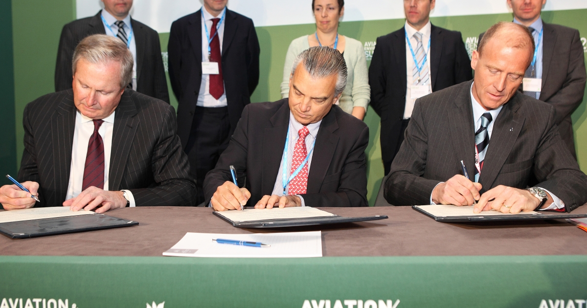 President and CEO of Boeing Jim Albaugh, President Commercial Aviation at Embraer SA, Paulo Cesar de Souza e Silva, and President and CEO of Airbus Tom Enders sign the industry initiative on sustainable bio fuels during the Aviation and Environment Summit on March 22, 2012 in Geneva, Switzerland.</p>