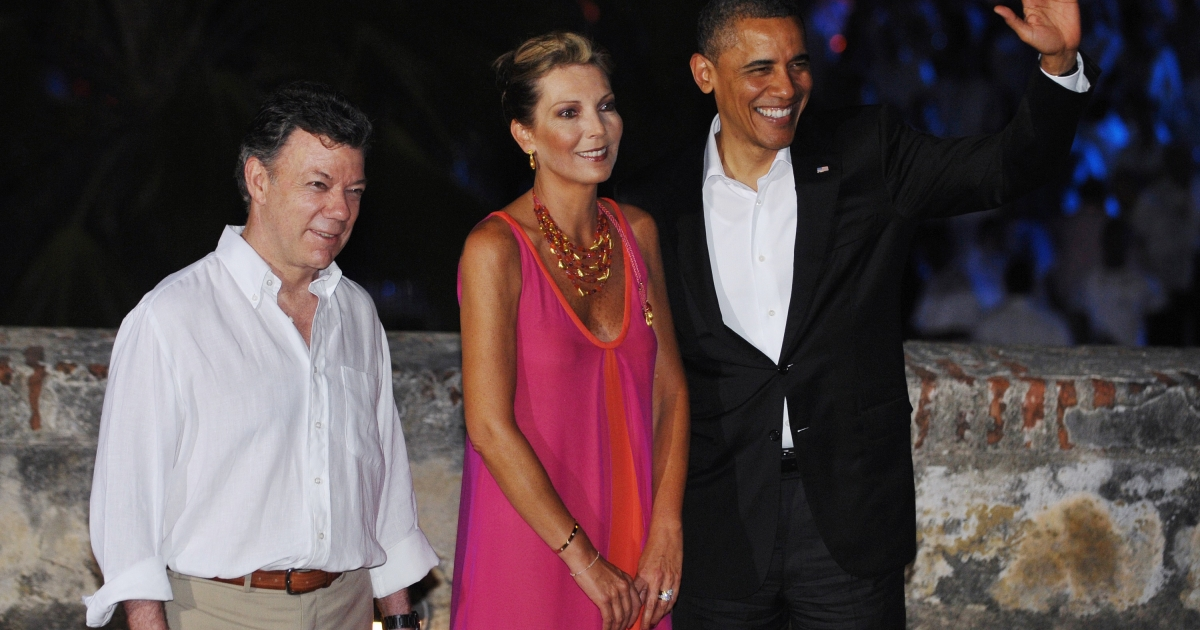 Colombian President Juan Manuel Santos Calderón greets US President Barack Obama upon arrival at Castillo San Felipe de Barajas, the largest colonial fort in Colombia, for a Summit of the Americas leaders' dinner April 13, 2012 in Cartagena, Colombia.</p>