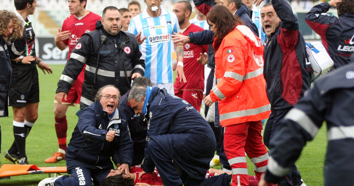 Medics treat Livorno midfielder Piermario Morosini (on ground) after he suffered a suspected heart-attack during a second league match against Pescara on April 14, 2012 in Pescara.</p>