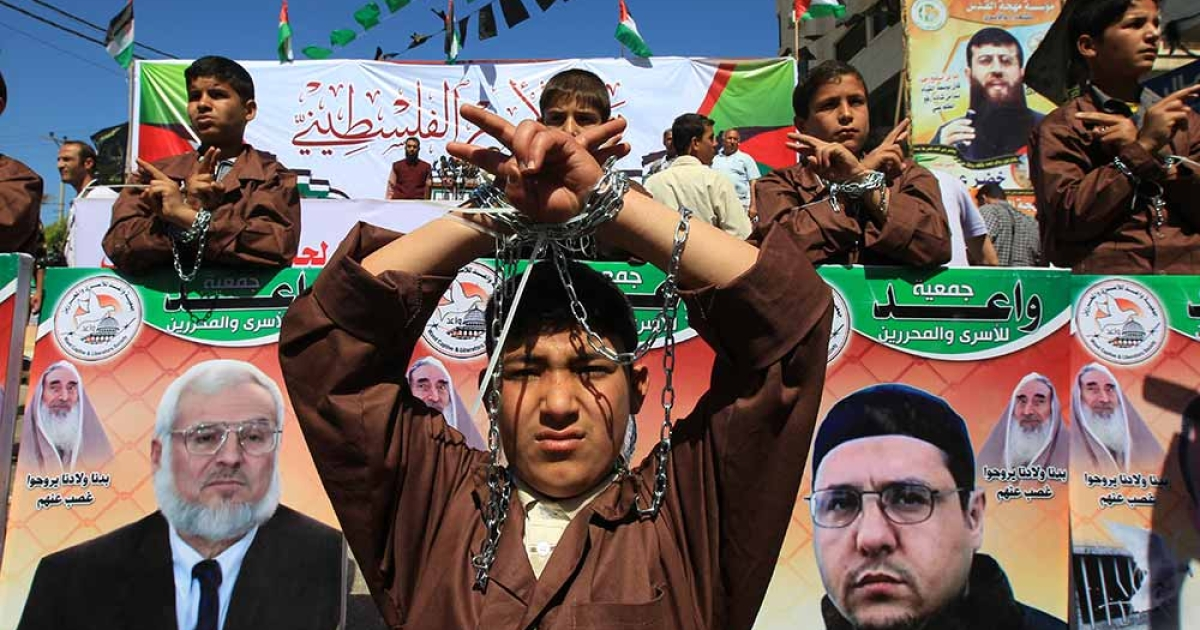 Palestinians demonstrate in Gaza City on April 17, 2012 in solidarity with prisoners held in Israel. Some 1,200 Palestinian prisoners held in Israeli jails have begun a hunger strike and another 2,300 are refusing food for one day, a spokeswoman for the Israel Prisons Service (IPS) said as Palestinians across the West Bank and Gaza Strip were marking Prisoners' Day in solidarity with the 4,700 Palestinian inmates of Israeli jails.</p>