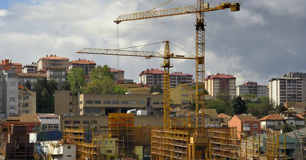 Cranes stand idle at an empty shipyard in Vigo due to a loss of orders on April 27, 2012. Spain's jobless rate soared to a record 24.4 percent in a deepening recession in the first quarter, data showed today, piling on the misery hours after a sharp credit-rating downgrade.</p>