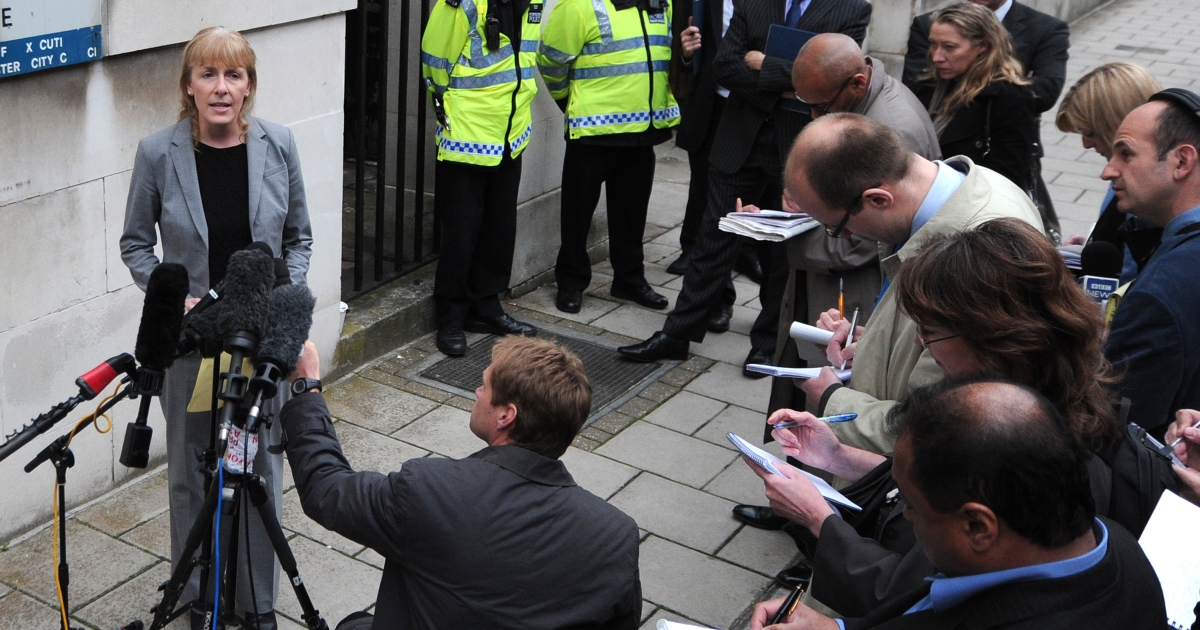 Detective Chief Inspector Jackie Sebire (L), senior investigating officier in the case of the death of British MI6 officer Gareth Williams who was found dead in inside a sports bag in his flat in 2010, gives a statement outside Westminster Coroners Court in central London on May 2, 2012, after a narrative verdict was announced into the mysterious death.</p>