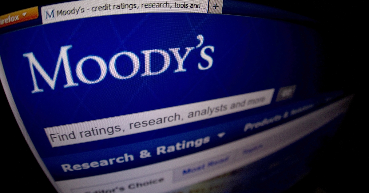 US warned by Moody's of downgrade if budget crisis not solved in 2013.</p>