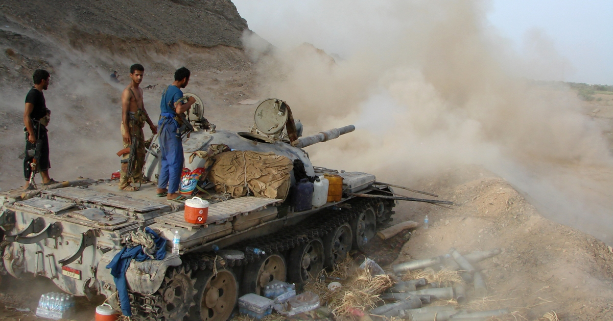 Yemeni soldiers fire a tank shell near the town of Jaar, a jihadist stronghold north of the Abyan provincial capital Zinjibar, on May 30, 2012 as Yemeni forces continue their offensive against Al Qaeda loyalists in the south.</p>