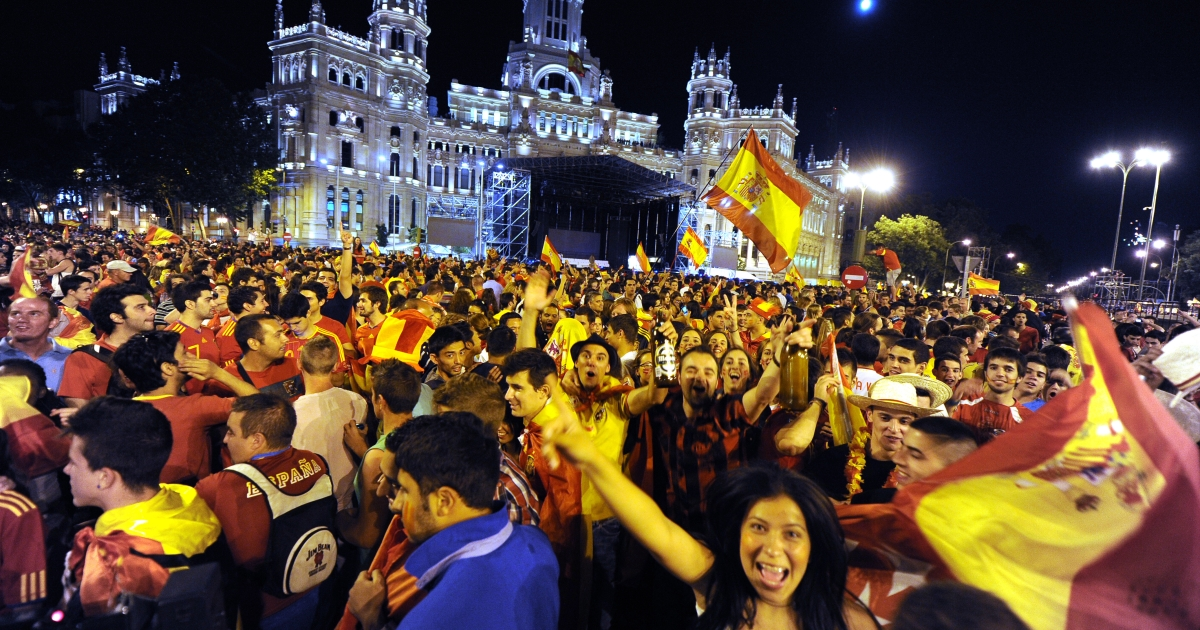 Supporters of Spain's national football team celebrate in central Madrid after their team defeated Italy 4-0 in the Euro 2012 soccer Championships.</p>