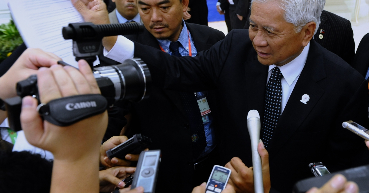 The Philippine Foreign Minister, Raul Hernandez, is demanding answers as to how a Chinese warship got stranded on a shoal near the country's coast.</p>