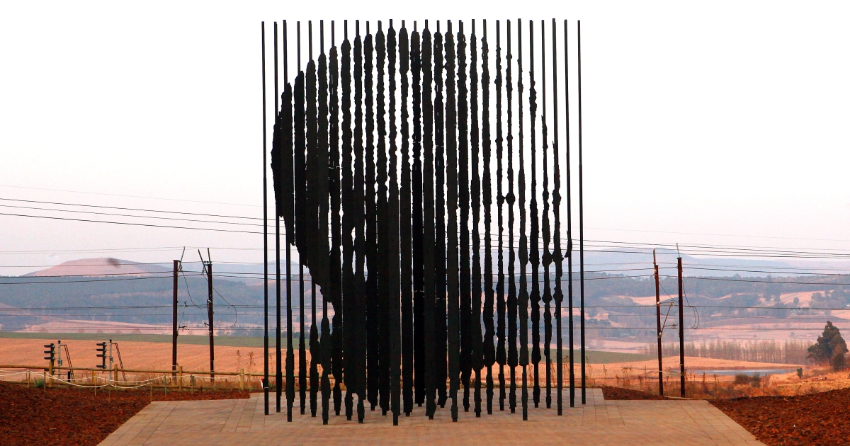 A sculpture of former South African President Nelson Mandela, is presented on August 4, 2012 in Howick, 90 kms South of Durban, commemorating the 50th anniversary of Mandela's capture by the apartheid police.</p>