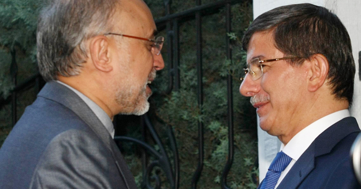 Iranian Foreign Minister Ali Akbar Salehi (L) and his Turkish counterpart Ahmet Davutoglu arrive for a meeting in Ankara, on August 7, 2012. Turkey can play a 'major role' in freeing 48 Iranian pilgrims abducted in Syria because of its links with the Syrian opposition, Iran's foreign minister said on Tuesday.</p>