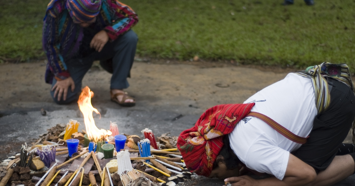 Mayan priests take part in a Mayan ceremony celebrating the 'International Day of the World's Indigenous Peoples' on August 9, 2012 at the Kaminal Juyu Archaelogical site in Guatemala City.</p>