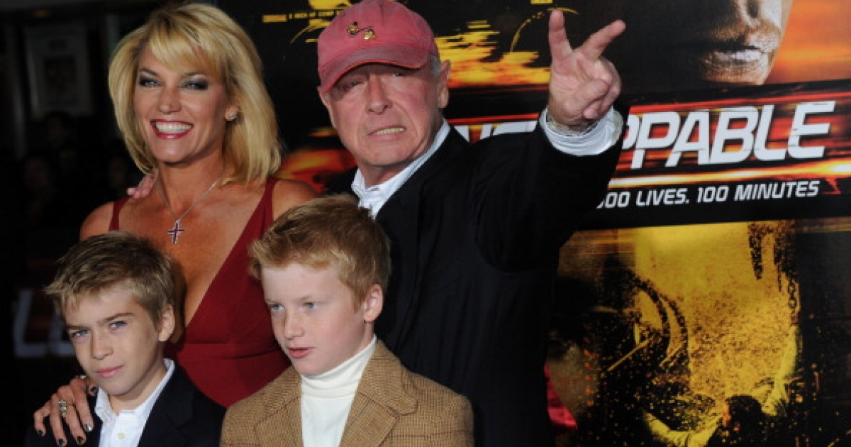 British director Tony Scott arriving with his family on the red carpet for the premiere of the film 'Unstoppable' at the Regency Village Theater in Los Angeles on October 26, 2010.</p>