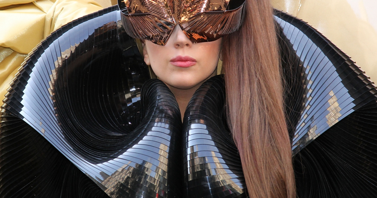 Lady Gaga reportedly spent 5 hours with Julian Assange in the Ecuadorian Embassy.</p>