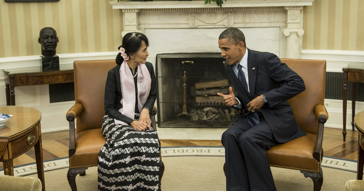 US President Barack Obama listens to Myanmar's Aung San Suu Kyi speak before a meeting in the Oval Office of the White House September 19, 2012 in Washington, DC.</p>