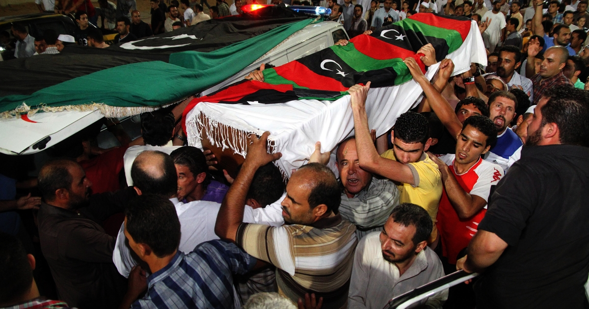 The coffin of Omran Ben Shabaan is carried as thousands of Misrata residents pay their respects during his funeral at Misrata stadium on September 25, 2012 in Misrata, Libya.</p>