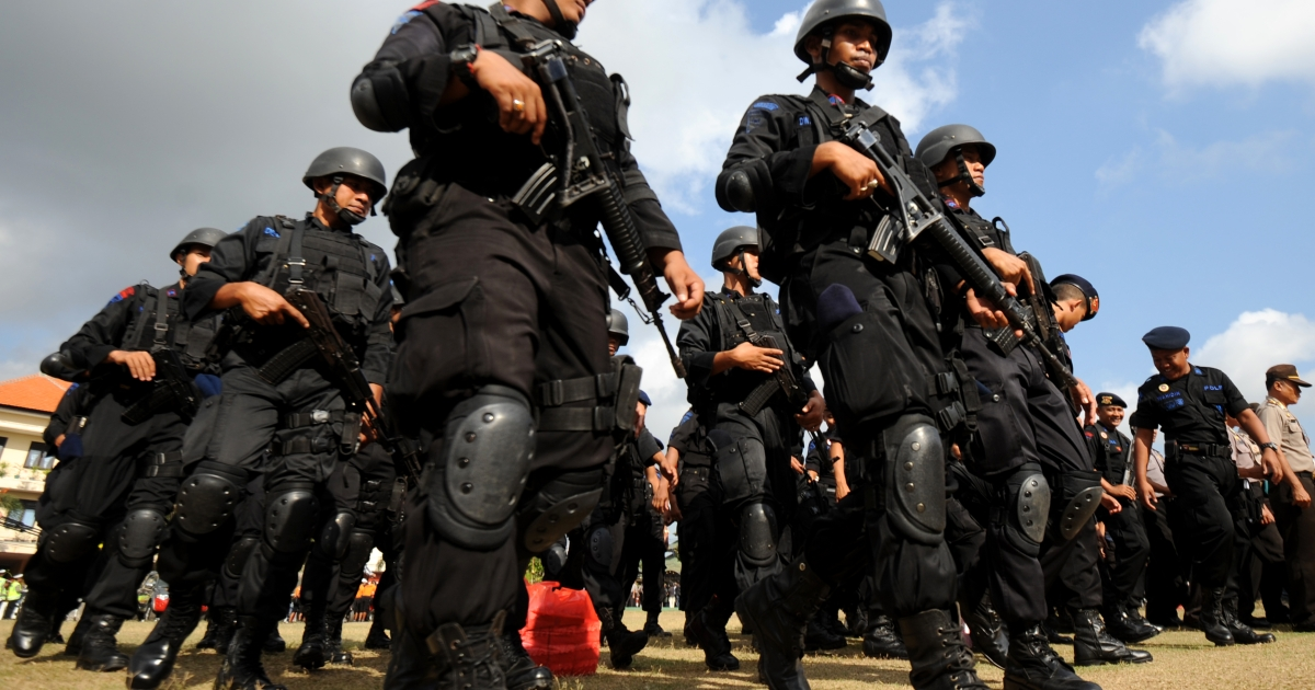 Indonesian police hold a roll call as part of a security preparation ahead of a commemoration ceremony to mark the 10th anniversary of the attack in Denpasar on the Indonesian resort island of Bali on October 10, 2012.</p>