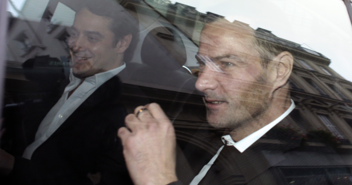 French rogue trader Jerome Kerviel (R) leaves the cabinet of his lawyer David Koubbi (L) on October 24, 2012 in Paris, after losing his appeal against a three-year jail term and a 4.9-billion-euro fine for his part in France's biggest rogue-trading scandal.</p>