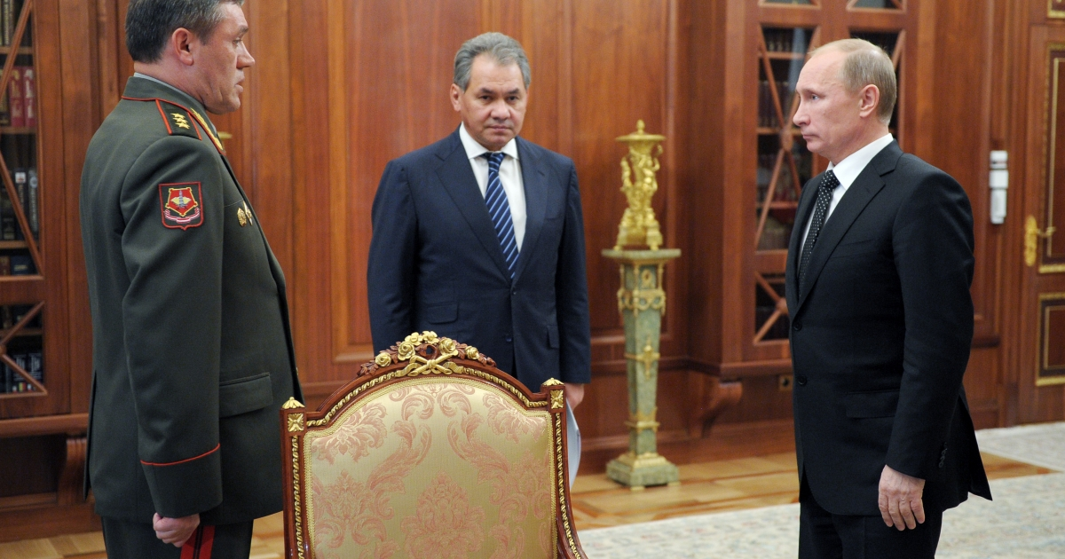 Russia's President Vladimir Putin (R) meets Defence Minister Sergei Shoigu (C) and newly appointed Army chief of staff Gen. Valery Gerasimo in the Kremlin in Moscow, on November 9, 2012.</p>