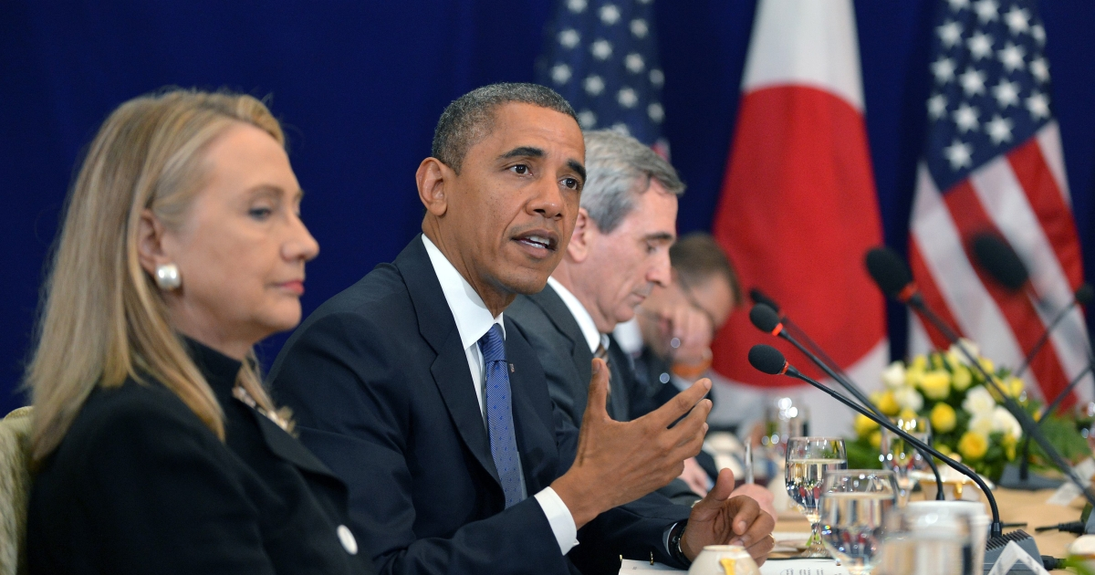 US Secretary of State Hillary Clinton (L) listens as US President Barack Obama (C) speaks during a bilateral meeting with Japan's Prime Minister Yoshihiko Noda (not pictured) on the sidelines of the East Asian Summit at the Peace Palace in Phnom Penh on November 20, 2012.</p>