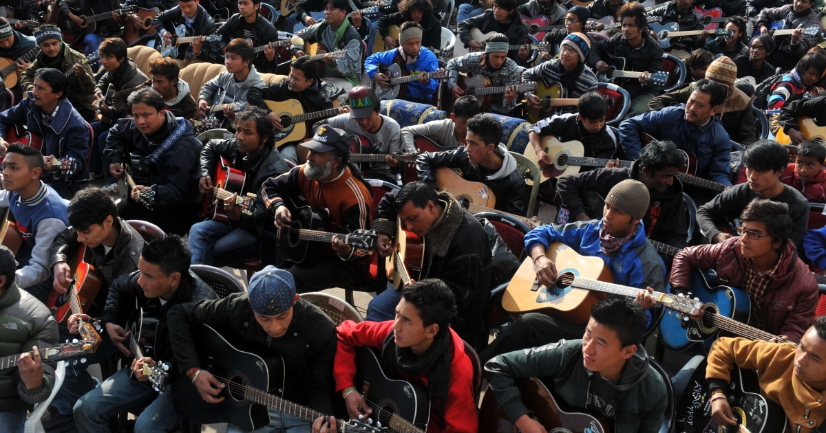Musicians play John Lennon's 'Imagine' in a memorial tribute to the 23-year old Indian gang rape victim, during a mass guitar ensemble played by some 600 guitarists in Darjeeling on January 3, 2013.</p>