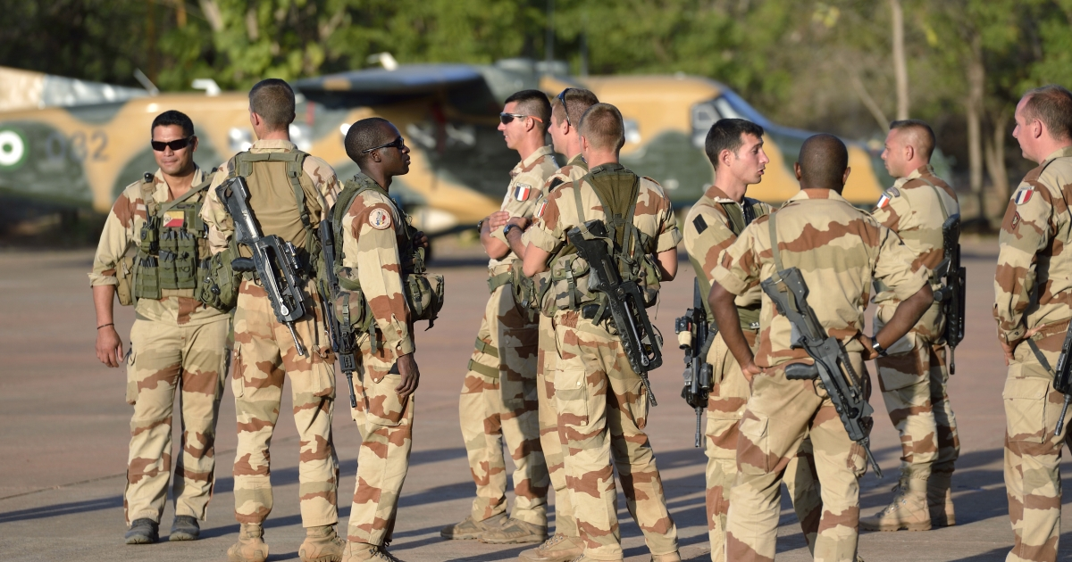 French soldiers from the 2nd RIMA (French Navy Infantry Regiment), arriving from France, stand at the 101 military airbase near Bamako on January 14, 2013, before their deployment in north of Mali.</p>
