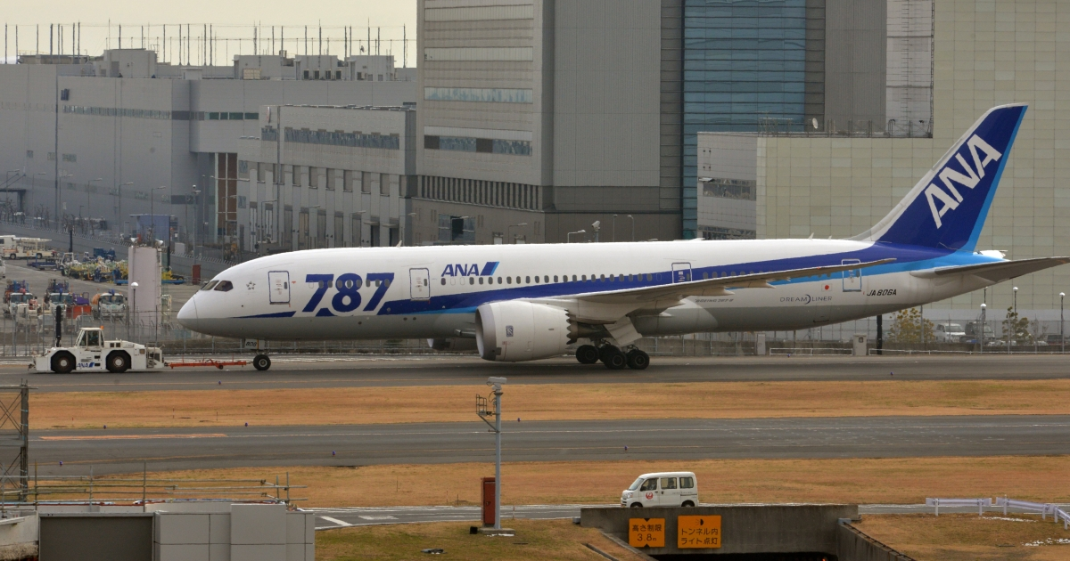 An All Nippon Airways' (ANA) Boeing 787 dreamliner is pulled by a towing tractor at Tokyo's Haneda airport on January 16, 2013.</p>