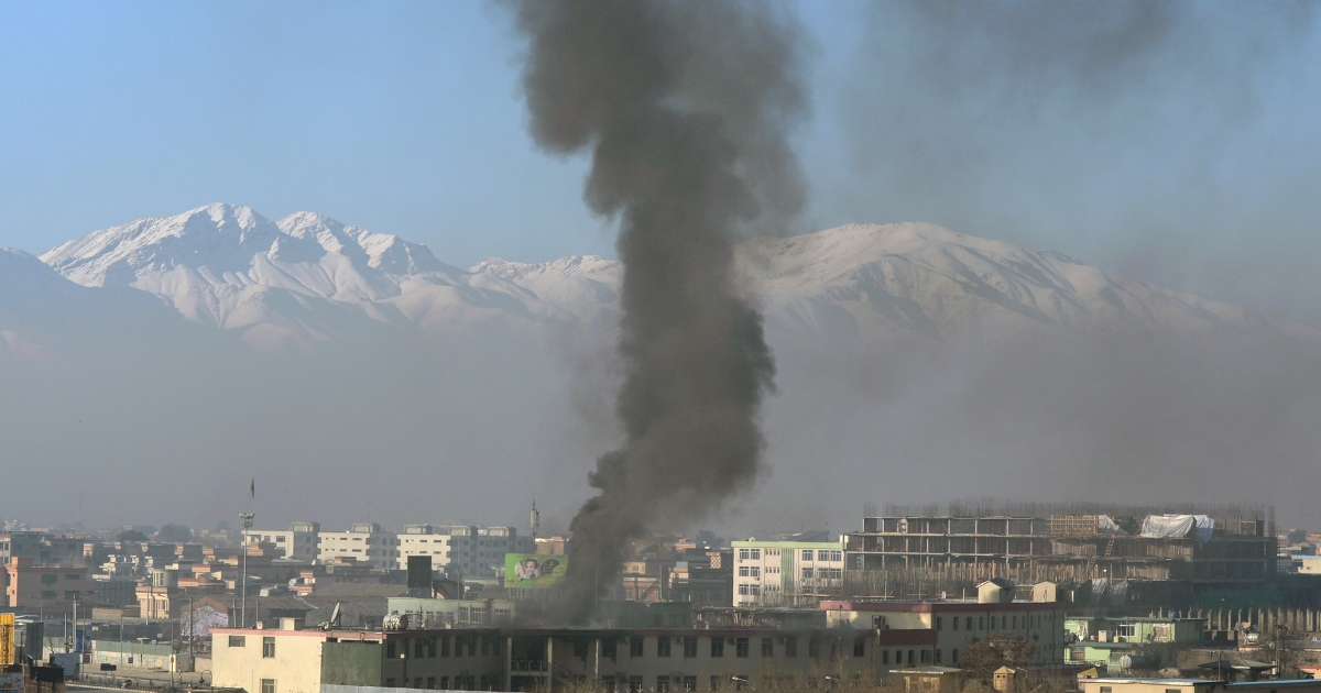 Black smoke billows from the Afghan police headquarters during an attack in Kabul on January 21, 2013. NATO troops joined a fight against a Taliban suicide squad that stormed a Kabul police headquarters on Monday, unleashing a stand-off that lasted for more than five hours.</p>