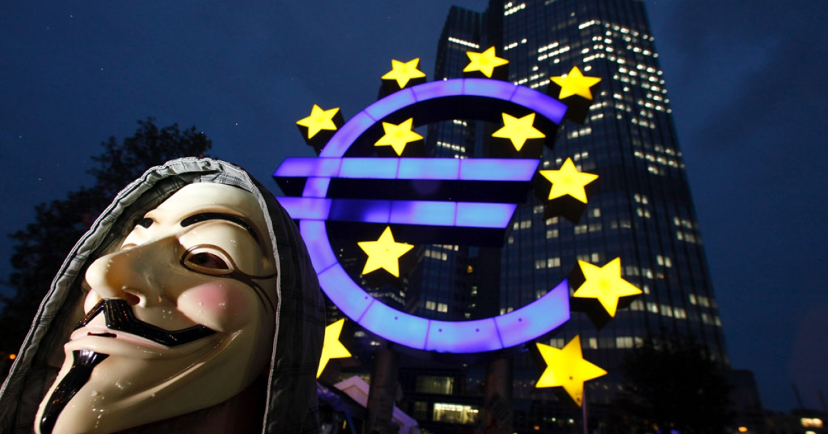 The twin symbols of the European economies catastrophic 2011: an Occupy protester outside the European Central Bank</p>