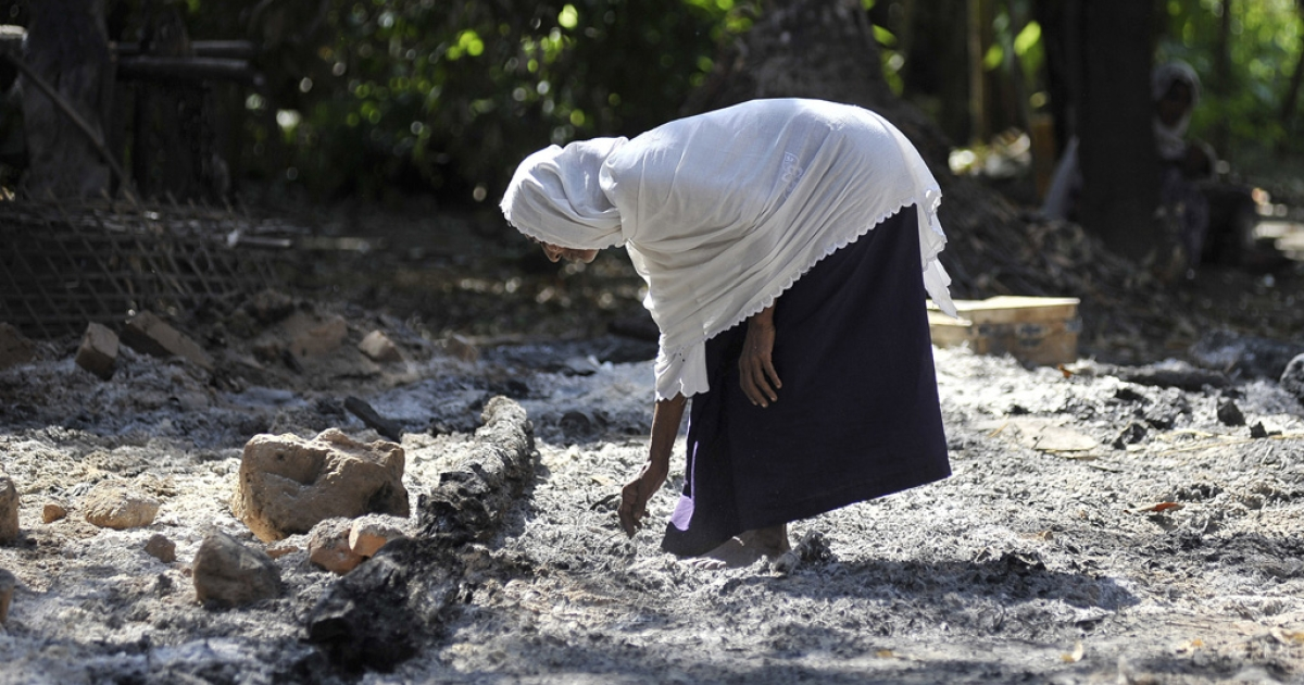 A Muslim woman collects pieces of metal from the rubble of Muslim quarter of Pa Rein village in Myauk Oo township, which was burned in recent violence between Buddhist Rakhines and Muslim Rohingyas on October 29, 2012 in Rakhine state, Myanmar.</p>